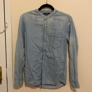 Uniqlo Colorless Light Washed Button Down